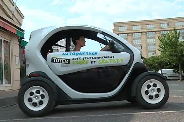 Notre journaliste a testé pour vous la nouvelle voiture électrique Totem-mobi, en circulation à Montpellier depuis début juillet.