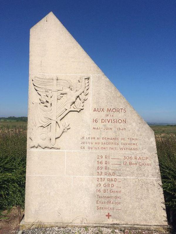 Hébécourt, monument commémoratif de la bataille d'Amiens en 1940.