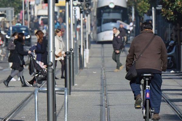 Le 11 mai sera-t-il autorisé de circuler à vélo sur les voies du tramway ?
