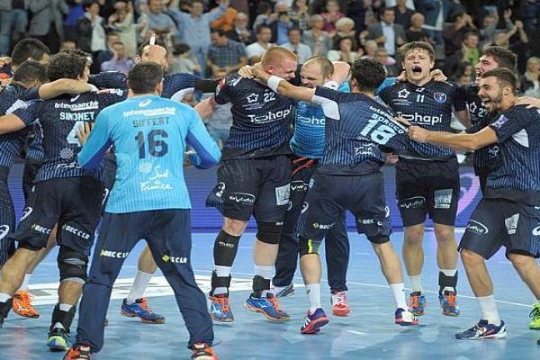 Montpellier - bonheur des joueurs du MHB après leur victoire 32 à 31 sur le PSG, leader du championnat - 29 octobre 2015.