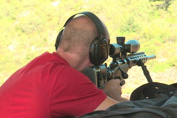 Les tireurs doivent s'entraîner pour détenir une arme de catégorie B.