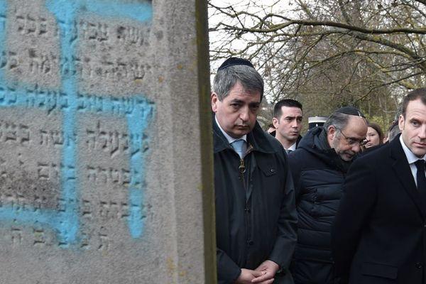 Déplacement d'Emmanuel Macron au cimetière juif profané de Quatzenheim (Bas-Rhin), mardi 19 février.