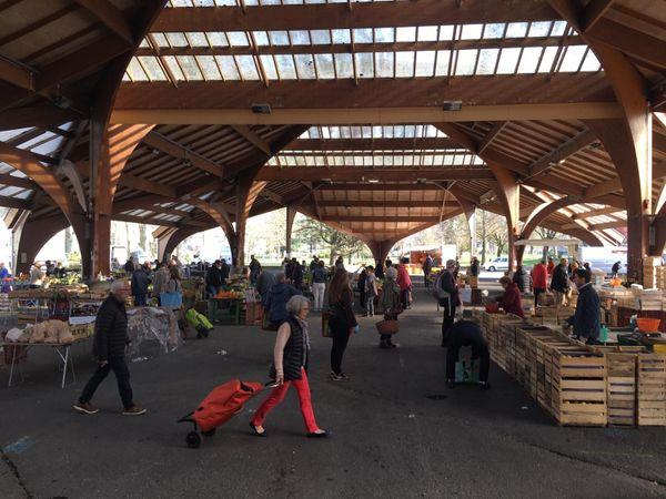 Les clients sont peu nombreux samedi 21 mars vers 10 heures sur le marché de Brive