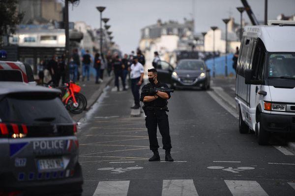 La préfecture de police a évacué, vendredi matin, la place Stalingrad et les jardins d'Éole, au nord-est de Paris, où se regroupent depuis des mois des consommateurs de crack, au grand dam des riverains.