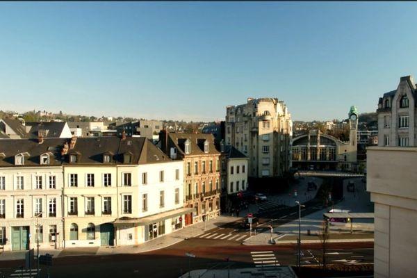 Images de drone de la ville de Rouen déserte