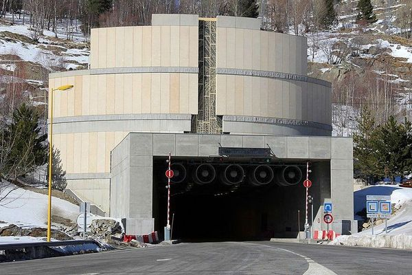 Pyrénées-Orientales : le tunnel du Puymorens - archives