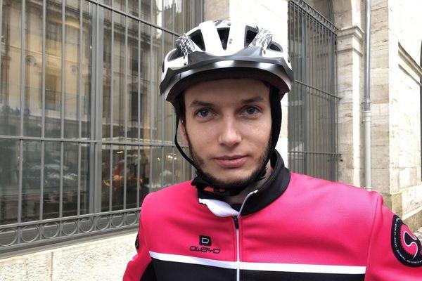 Hedi Béchir a été coursier auto-entrepreneur pour les grandes plateformes de livraison de repas à domicile pendant deux ans. Il a été embauché comme salarié par la société coopérative Véloconnect de Besançon.