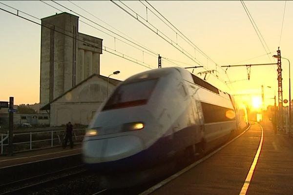 Le TGV en gare de Montbard (archives)
