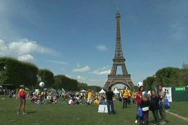 70000 enfants ont découvert Paris et sa Tour Eiffel pour cette journée des oubliés des vacances.