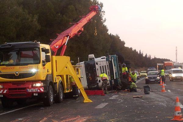 Narbonne (Aude) - un camion accidenté sur l'A.9 perturbe le trafic vers l'Espagne - 25 février 2013.