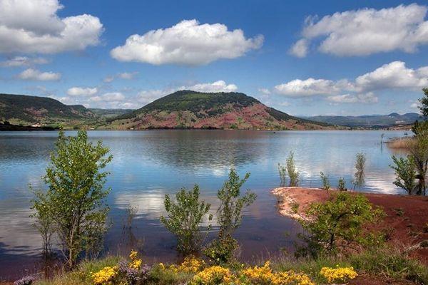 Le lac du Salagou dans l'Hérault.