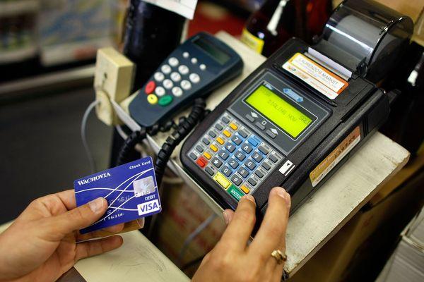 Pendant la période des soldes, les fraudes à la carte bancaire sont plus importantes.