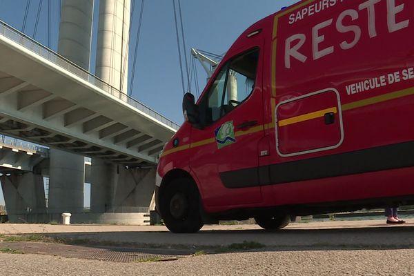 23 avril 2020 – Rouen : intervention des secours au pied du pont Flaubert pour sauver un homme tombé dans la Seine