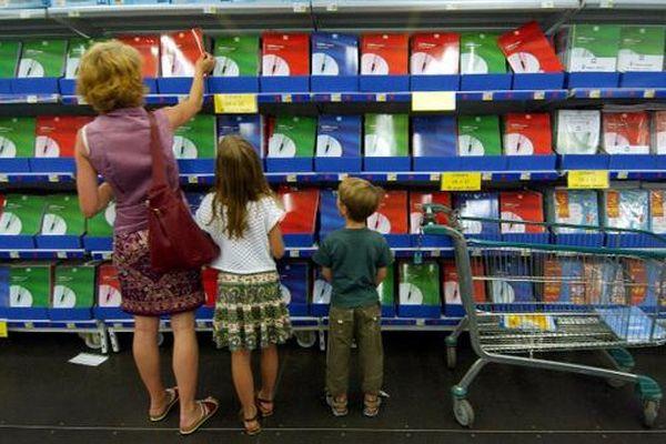 Achat de livres scolaires dans une grande surface