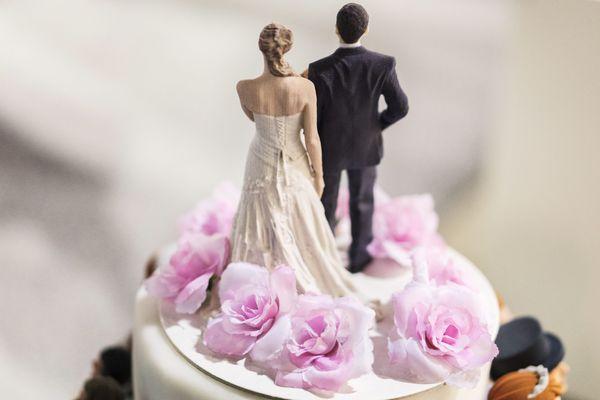 Un gâteau de mariage - image d'illustration