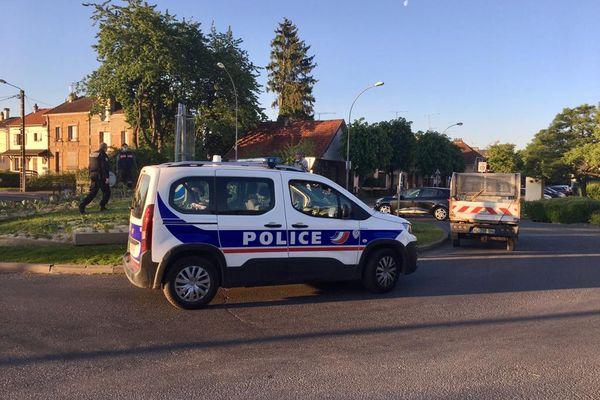 Les trois prévenus sont soupçonnés d'avoir participé à de nombreuses dégradations dans deux quartiers de Charleville-Mézières.