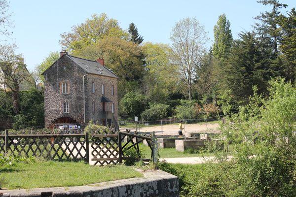 le moulin de Robinson sur la commune de Saint-Grégoire : point de départ de nombreux itinéraires pédestres.