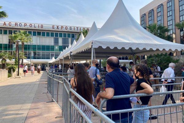 Les jeunes de moins de 18 ans ce mardi matin au centre de vaccination à Nice.