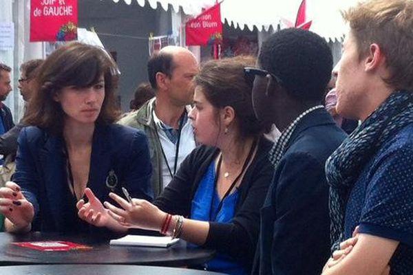 A seulement 19 ans, Carla (au centre) est responsable du mouvement des jeunes socialistes dans les Deux-Sèvres.