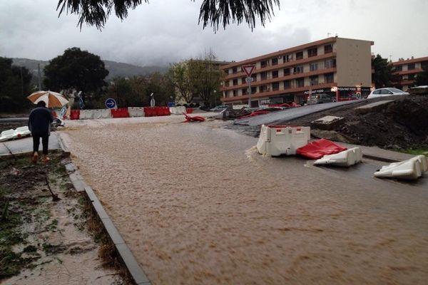 28/11/14 - Intempéries en Corse - Borgo (Haute-Corse), en fin d'après-midi vendredi, une légère accalmie...