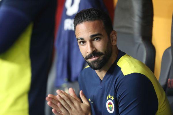 Adil Rami sur le banc du club turc de Fernbahçe en septembre 2019.