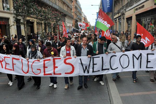 Plusieurs centaines de personnes se sont rassemblées samedi place du Capitole pour manifester leur soutien aux réfugiés