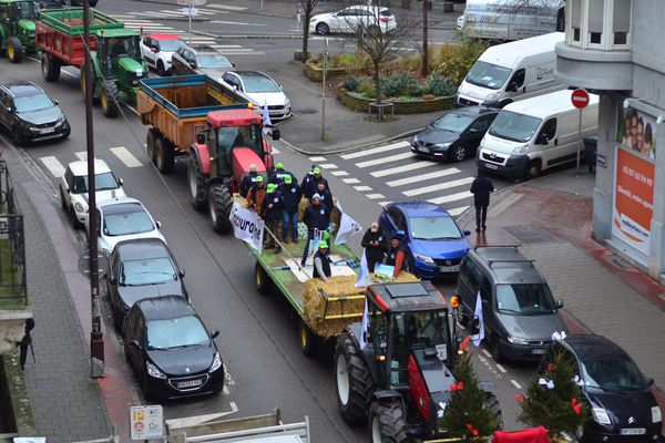 Une cinquantaine de tracteurs circule dans les rues de Metz.