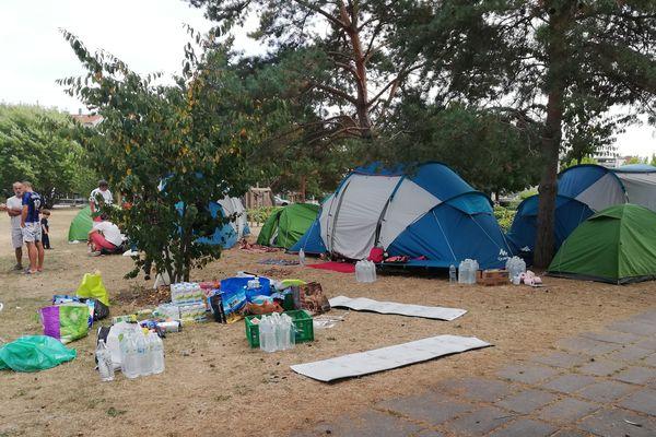 Un campement de migrants s'est installé depuis le lundi 3 septembre 2018 sur la Place du 1er Mai à Clermont-Ferrand.