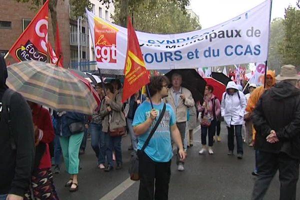 Entre 300 et 500 personnes se sont rassemblées à Tours ce 15 septembre 2016.