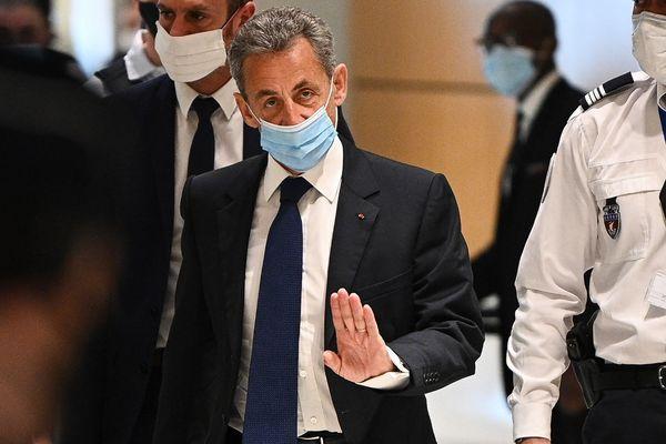 Nicolas Sarkozy, le 1er mars, à son arrivée dans la salle d'audience du palais de justice de Paris