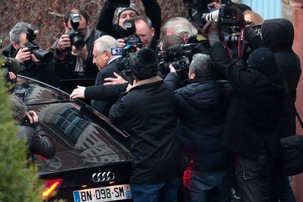 Dominique Strauss-Kahn à la sortie de son hôtel lillois le 11 février 2015
