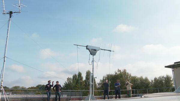 L'antenne a nécessité 3000 heures de travail pour l'équipe de huit étudiants.