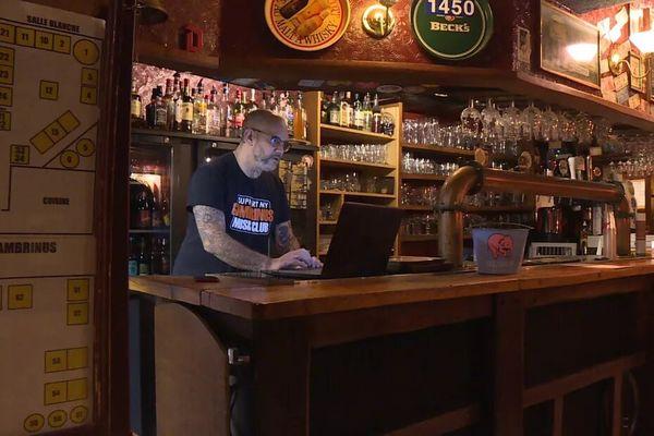 Laurent Besson, gérant de la taverne Gambrinus, a lancé une cagnotte en ligne dans l'espoir de sauver son établissement. • © France 3 PIDF