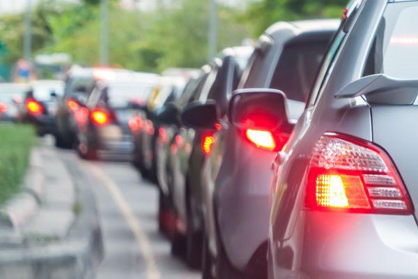Les embouteillages polluent la vie de nombreux franciliens. ils y auraient passé 55h en moyenn een 2013, soit presque 2 jours et demi !