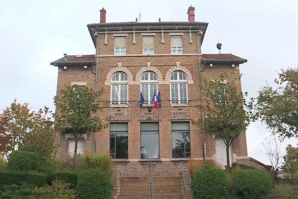 A Charnay-lès-Mâcon, sur 7 663 habitants (chiffres du dernier recensement), il y aurait environ 90 cas positifs.