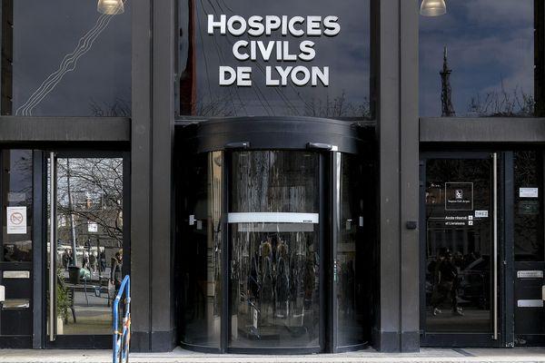 Façade du siège des Hospices Civils de Lyon (HCL) avant une conférence de presse au sujet du Coronavirus Covid-19 - 28 février 2020
