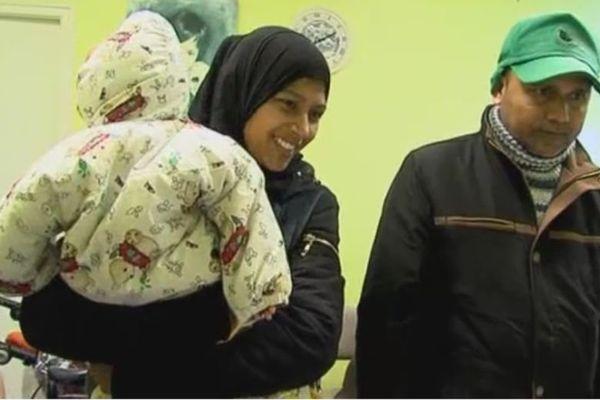 Une famille originaire du Bangladesh s'inscrit aux Restos du coeur