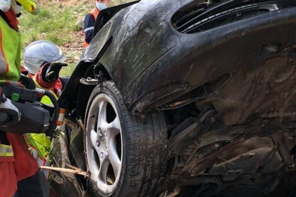 La voiture a fait un violente sortie de route à La Roquebrussane.