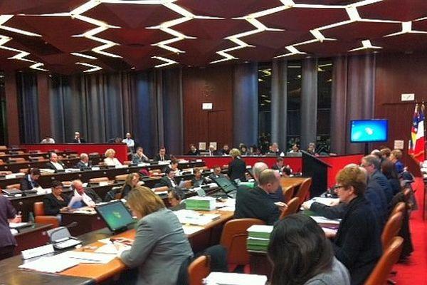 Une session plénière du conseil régional de Bourgogne se tient à l'Hôtel de Région, à Dijon