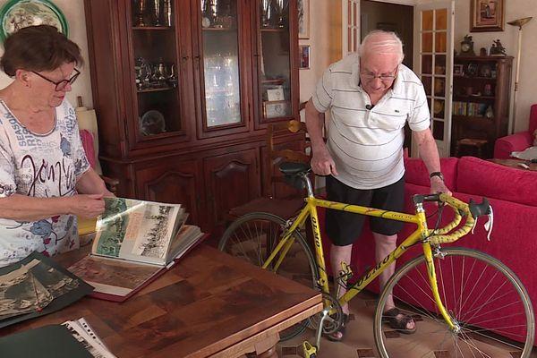 Coureur professionnel dans les années 1950, le Niçois Vincent Vitetta a ressorti le vélo qu'il utilisait à l'époque de Louison Bobet et de Charly Gaul.