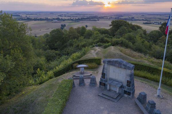 Le Monument du Point X aux Eparges (Meuse) et la perspective sur la plaine de la Woëvre.