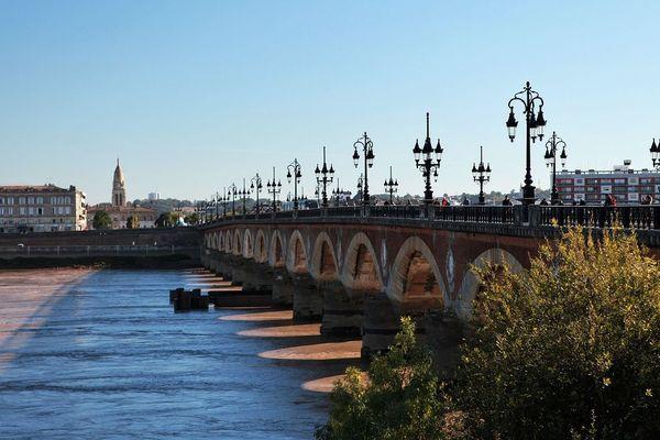 Le Pont de Pierre au dessus de la Garonne à Bordeaux. Photo d'illustration.