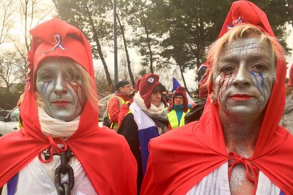 A Saint-Brieuc, des Mariannes maquillées pour leur manifestation