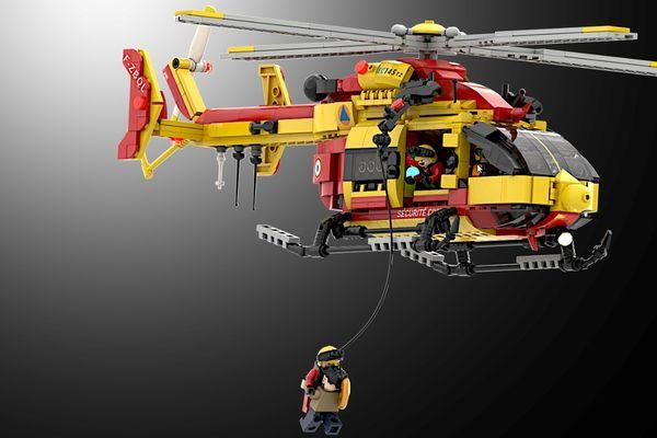 Un jeune français a inventé la reproduction en Lego de ce Dragon utilisé par les sauveteurs de la Sécurité Civile, grâce à l'aide des pilotes et des mécaniciens de Lyon qui le soutiennent.