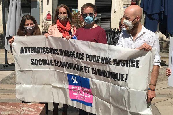 100 chercheurs de Montpellier protestent contre l'extension de l'aéroport et s'engagent à ne plus prendre le train pour leurs échanges avec Paris