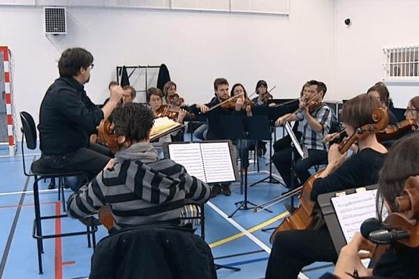 L'orchestre de la Fabrique Opéra Val de Loire à la prison de Saran, le 23 avril 2016, dans le Loiret.