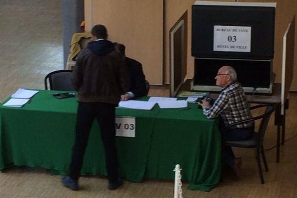 Bureau de vote à Bourges (Cher) - 23  avril 2017