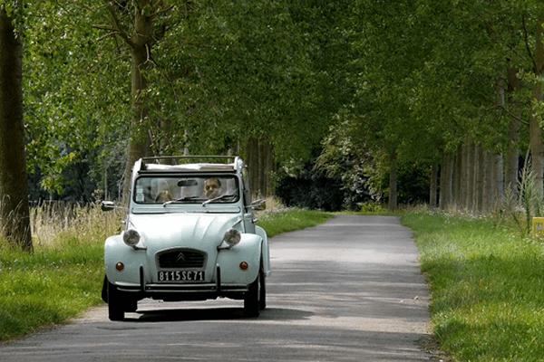 La 2 CV… Ceci n'est pas une voiture, c'est un art de vivre !  Un documentaire de Christine Doridon Production : Y.N Productions