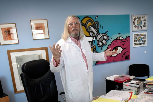 Le professeur Didier Raoult, qui prône le recours à la chloroquine déchaîne les passions.