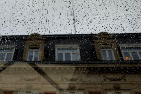 Façade sous la pluie - Illustration